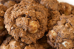 Chocolate-Macadamia Nut Clusters