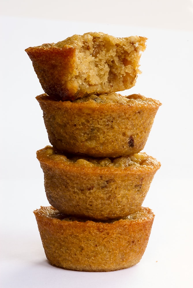 You only need 5 ingredients to make these simple, delicious Pecan Pie Cupcakes!
