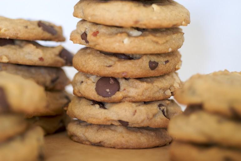 Chunky Peanut, Chocolate, and Cinnamon Cookies - Bake or Break