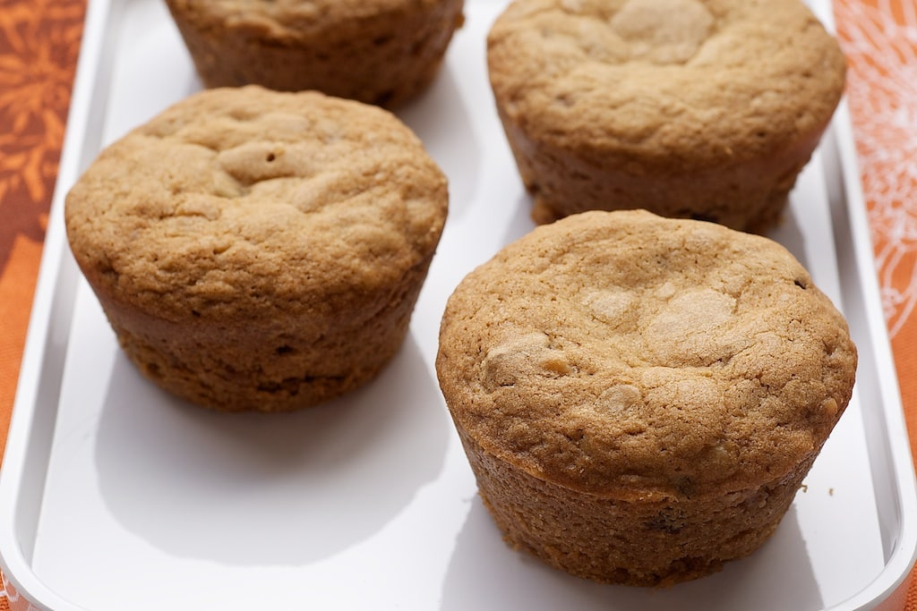 Blondie Cupcakes take traditional blondies and turn them into mini versions. Great for entertaining! - Bake or Break