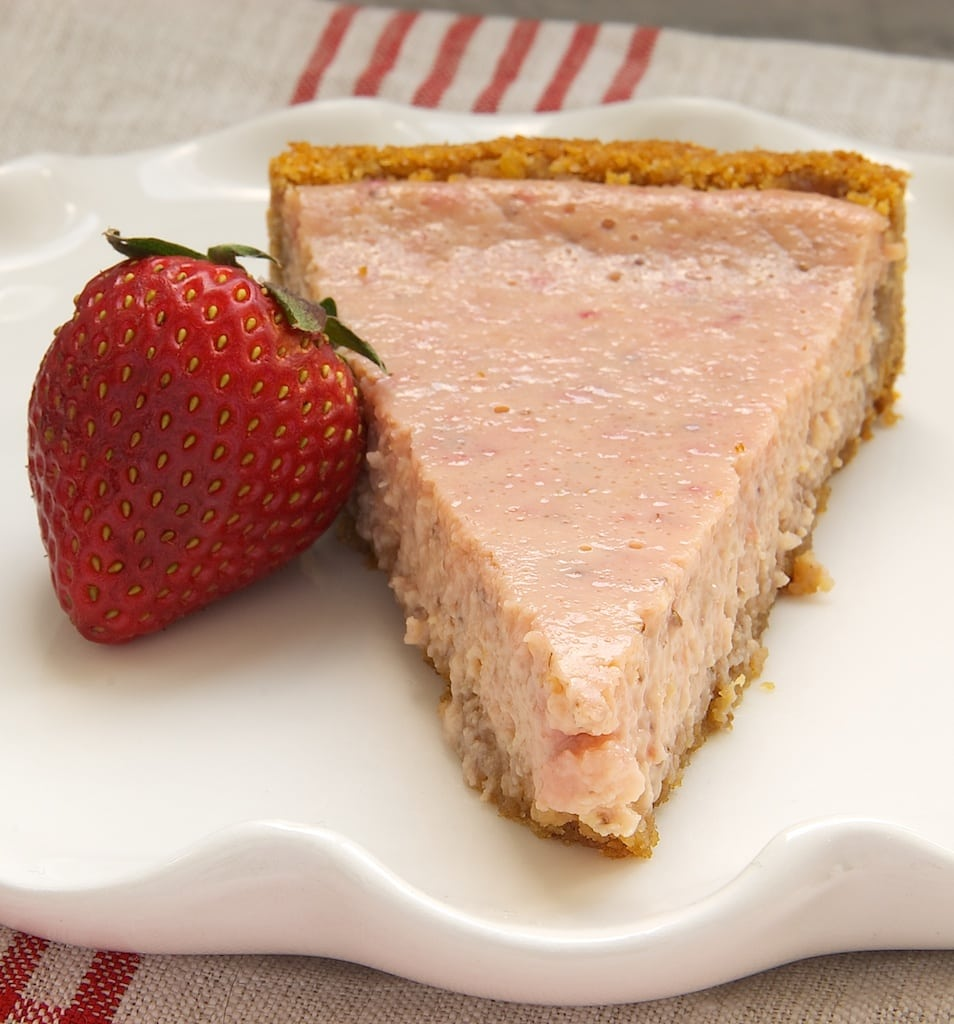 Tart lemons and sweet strawberries come together to make this Strawberry Lemonade Tart. A perfect summer dessert! - Bake or Break