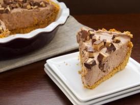 Chocolate-Peanut Butter Cup Icebox Pie