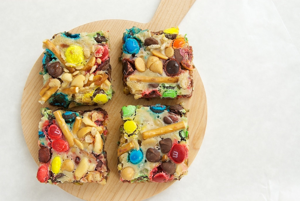 Build-a-Bars start with a simple crust that's topped with a cream cheese filling and a your favorite toppings. A fun and delicious treat! - Bake or Break