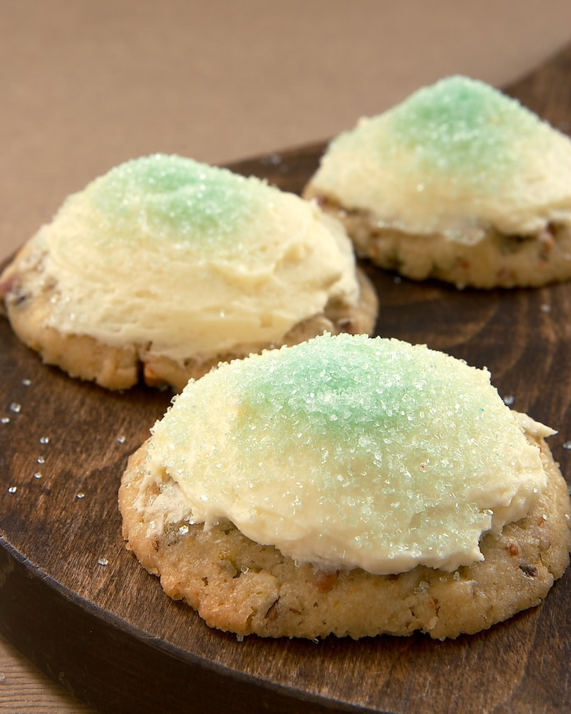 Pistachio Cookies with White Chocolate-Cream Cheese Frosting | Bake or Break