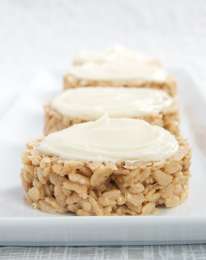 Cinnamon Bun Crispy Treats combine traditional crisp rice cereal treats with the great flavors of cinnamon rolls. - Bake or Break