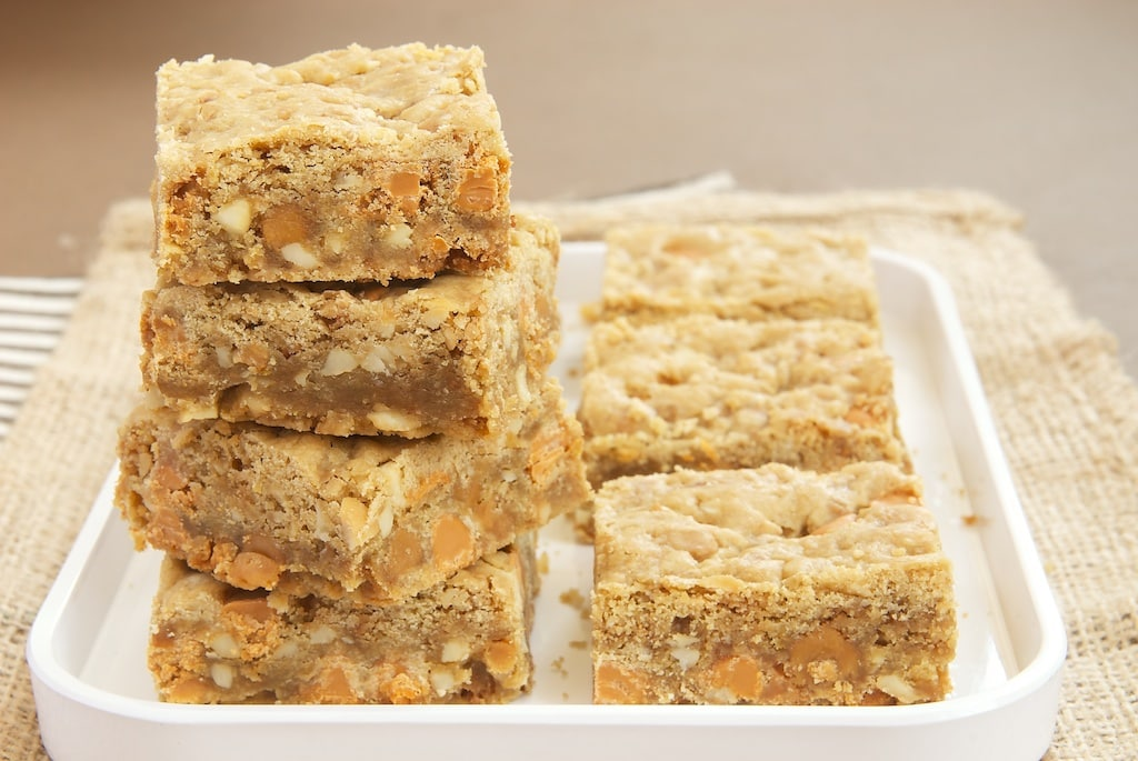 Butterscotch Caramel Crunch Blondies are pack with so much good stuff. They're sweet, nutty, crunchy, and irresistible!