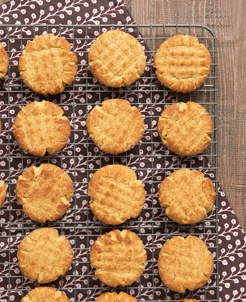 Peanut butter cookies get the snickerdoodle treatment with these Peanut Butter Snickerdoodles! - Bake or Break