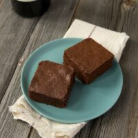 Red wine adds a wonderful complexity to fudgy brownies! - Bake or Break