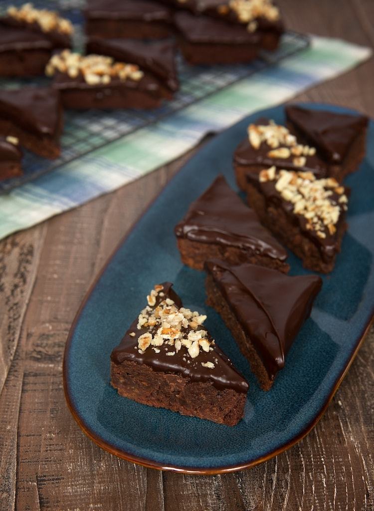 Make brownies even better with a rich chocolate ganache topping! - Bake or Break