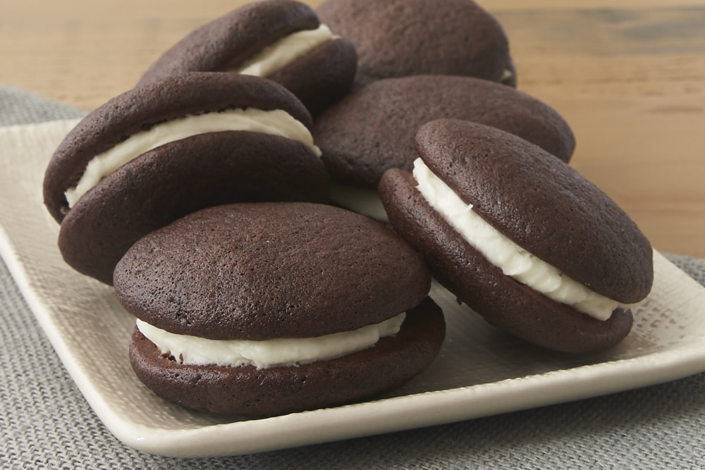 Peppermint and chocolate are a perfect pair in these lovely, delicate, delicious Chocolate Peppermint Whoopie Pies! - Bake or Break