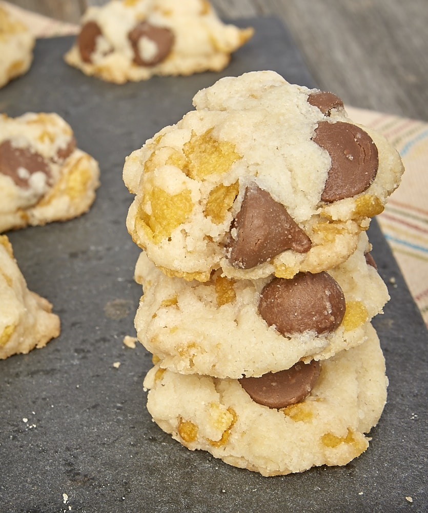 Corn flakes cereal adds an unexpected sweetness and a pleasant crunch to these Corn Flake Chocolate Chip Cookies! - Bake or Break