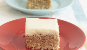 Remember Oatmeal Cream Pies? These simple Frosted Oatmeal Bars recreate that childhood favorite with a quick and easy recipe. - Bake or Break