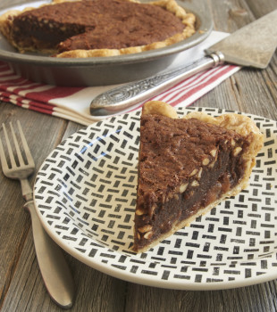 Caramel Peanut Butter Brownie Pie is fudgy, gooey, rich, nutty, and amazingly delicious! - Bake or Break