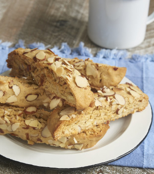 Almond Biscotti are packed with plenty of brown sugar and almonds. Such a great companion for your coffee or tea! - Bake or Break