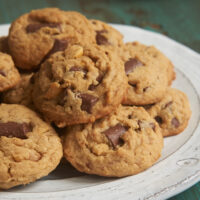 peanut_butter_chocolate_chip_crunch_cookies0201_500 1