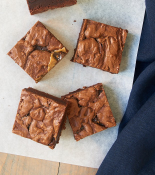 Add a salty bite to your next batch of brownies with Salted Caramel Brownies! - Bake or Break