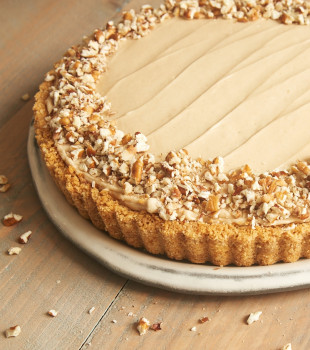 A vanilla wafer crust, bananas, and a no-bake brown sugar cheesecake filling make this Brown Sugar Banana No-Bake Cheesecake a favorite. So simple and so very delicious! - Bake or Break