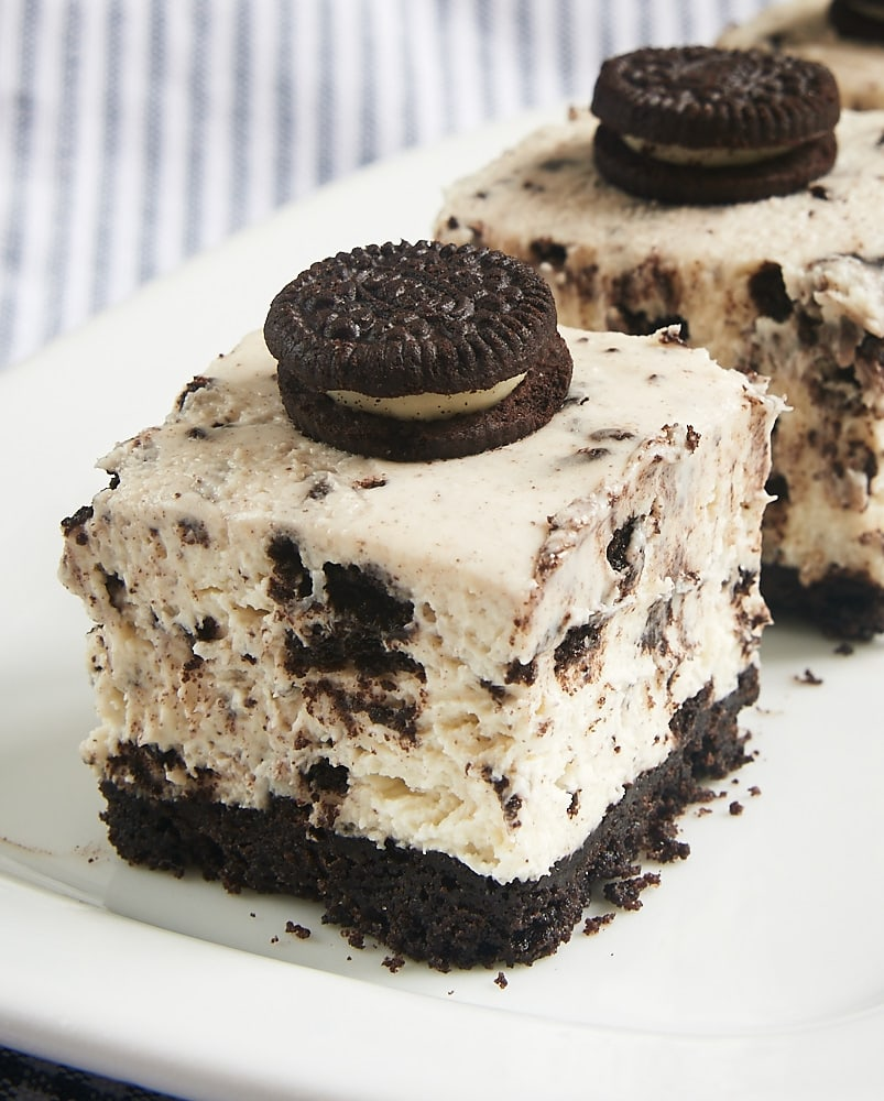 dessert heaven with these Cookies and Cream Cheesecake Bars. A cookie ...