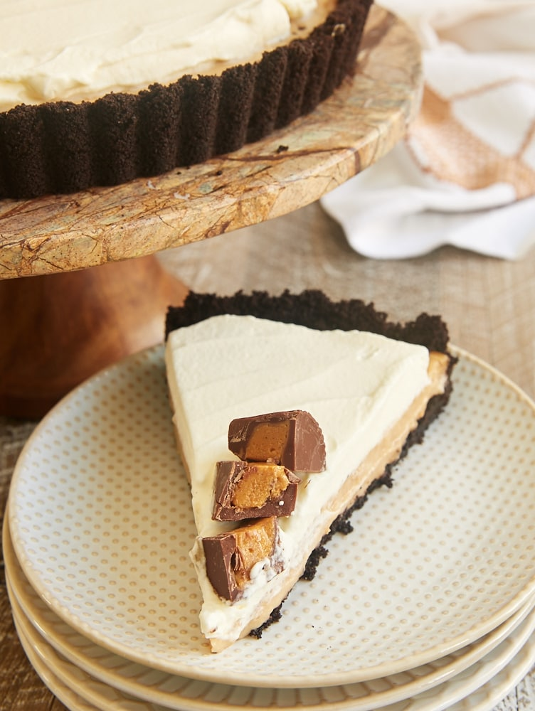 Homemade pudding, a chocolate cookie crust, and plenty of whipped cream combine to make this Peanut Butter Pudding Pie a favorite! - Bake or Break