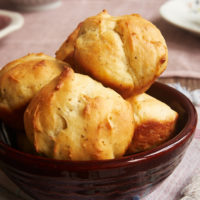 Looking for a simple yeast roll? Try these fantastic Cracked Pepper Sour Cream Rolls! - Bake or Break
