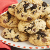 Add a sweet, fun twist to classic chocolate chip cookies with these Cookies and Cream Chocolate Chip Cookies! - Bake or Break