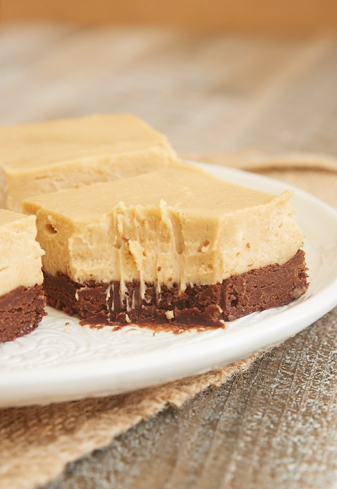 Chocolate and peanut butter is one of the best flavor combinations. These Brownie Bottom Peanut Butter Pie Bars are such a fantastic way to enjoy that favorite combo! - Bake or Break