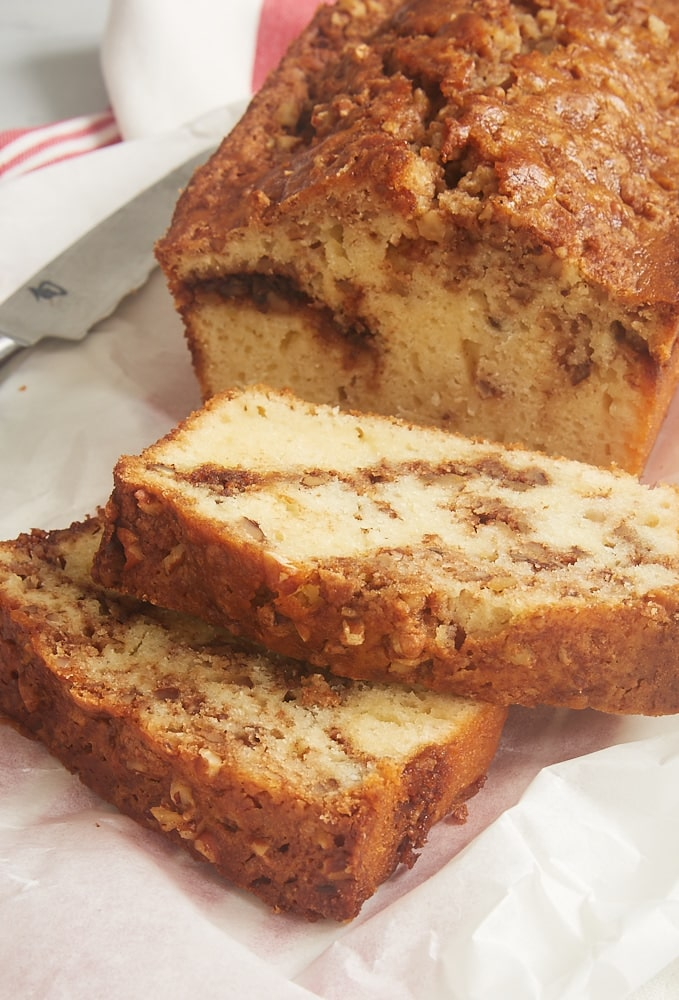 This simple Cinnamon Swirl Bread is perfect for breakfast, a coffee break, or even dessert! - Bake or Break