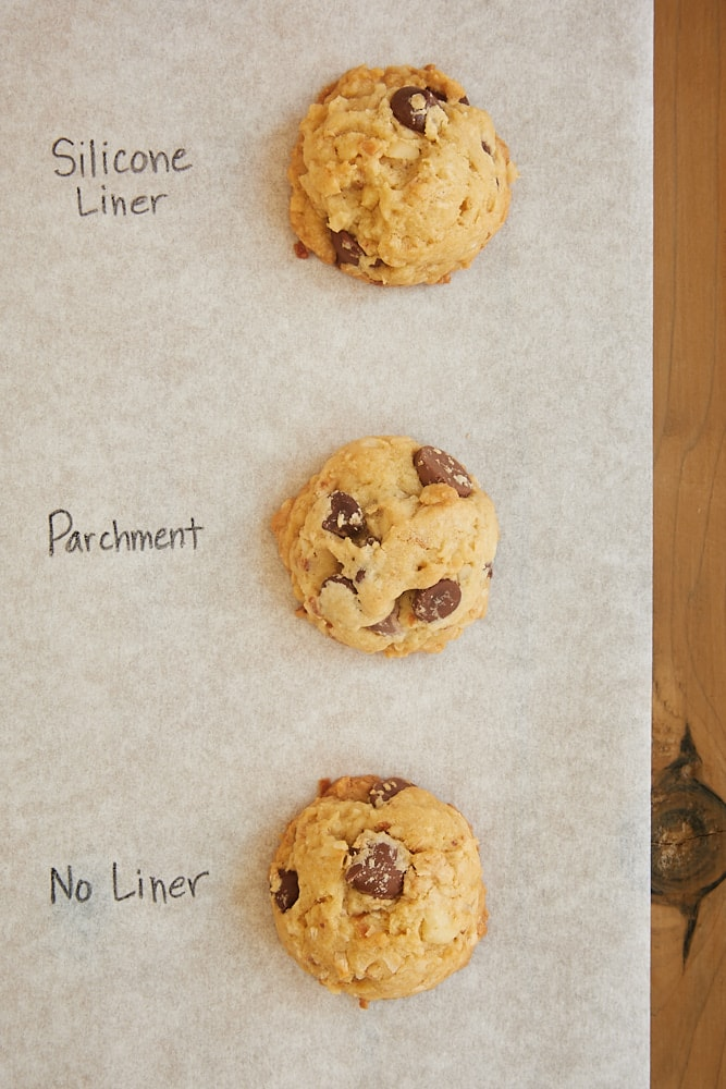 cookies baked on unlined and lined baking sheets